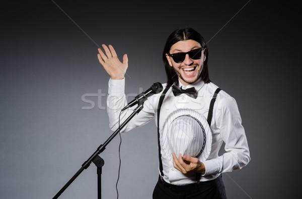 Funny cantante micrófono concierto hombre feliz Foto stock © Elnur