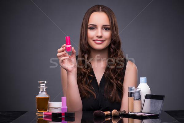 Gyönyörű nő jelentkezik smink divat nő kezek Stock fotó © Elnur