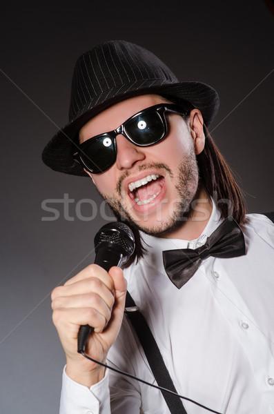 смешные певицы микрофона концерта человека счастливым Сток-фото © Elnur