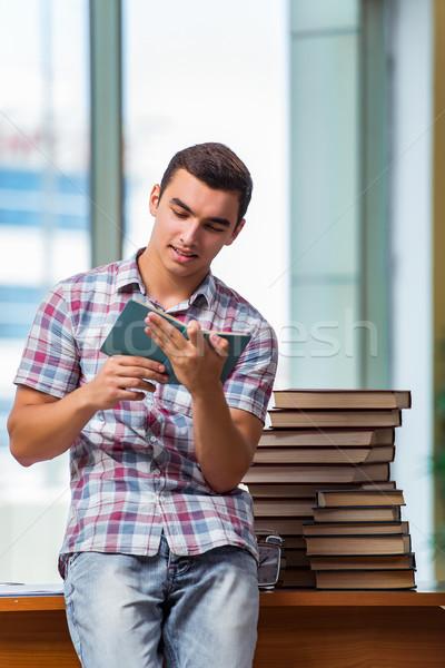 Młodych student kolegium egzaminy książek szkoły Zdjęcia stock © Elnur