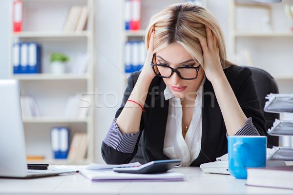 Frustrato lavoro ufficio business donna internet Foto d'archivio © Elnur