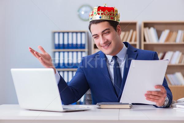 Rei empresário trabalhando escritório sorrir feliz Foto stock © Elnur