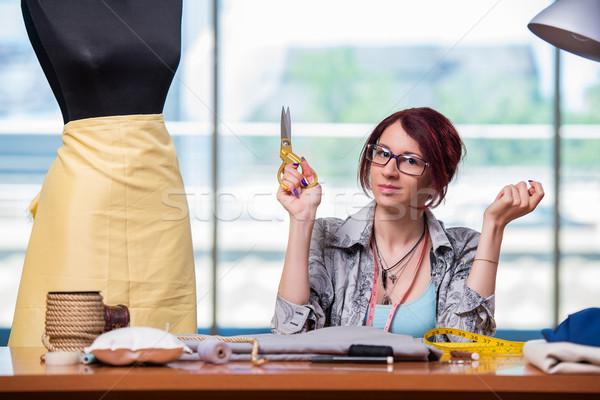 Kobieta krawiec pracy biurko moda pracy Zdjęcia stock © Elnur