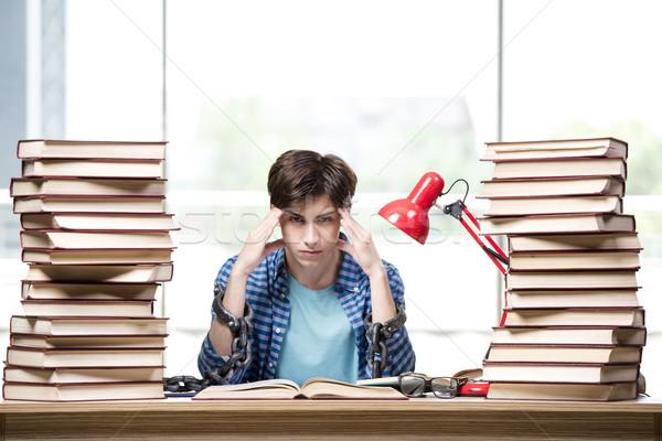 Stok fotoğraf: öğrenci · kitaplar · sınavlar · okul · ev · üzücü