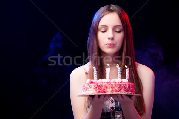 Mulher jovem bolo de aniversário festa comida aniversário beleza Foto stock © Elnur