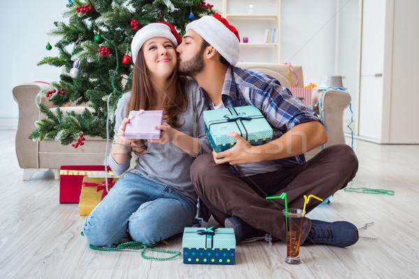 Stok fotoğraf: Kız · arkadaş · erkek · arkadaş · açılış · Noel · hediyeler · aile