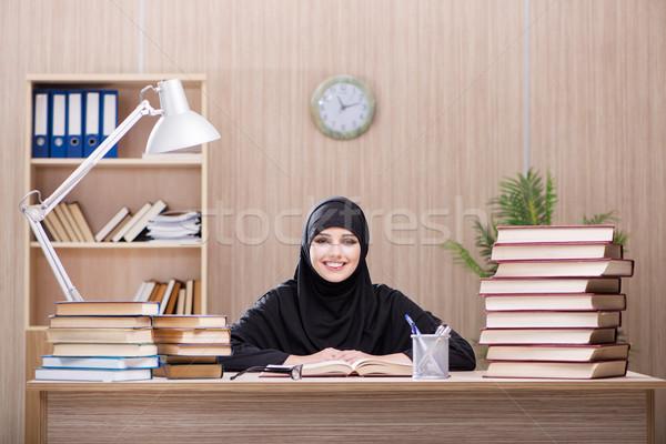 Stok fotoğraf: Kadın · Müslüman · öğrenci · sınavlar · kız · kitaplar