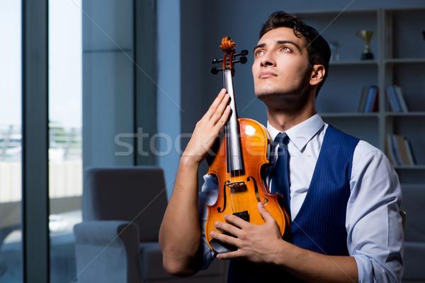 Fiatal zenész férfi gyakorol játszik hegedű Stock fotó © Elnur