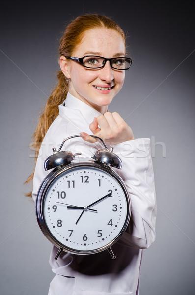 Stockfoto: Vrouw · arts · vermist · deadlines · medische · ziekenhuis
