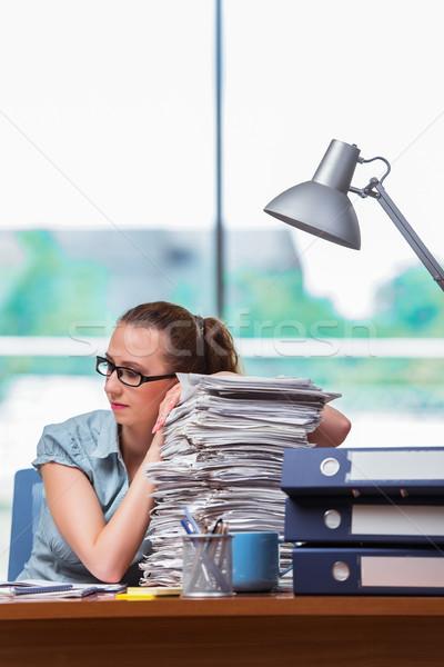 Mujer de negocios documentos mujer trabajo Foto stock © Elnur