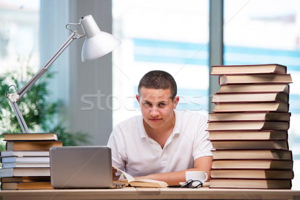 Giovani studente scuola esami home laptop Foto d'archivio © Elnur