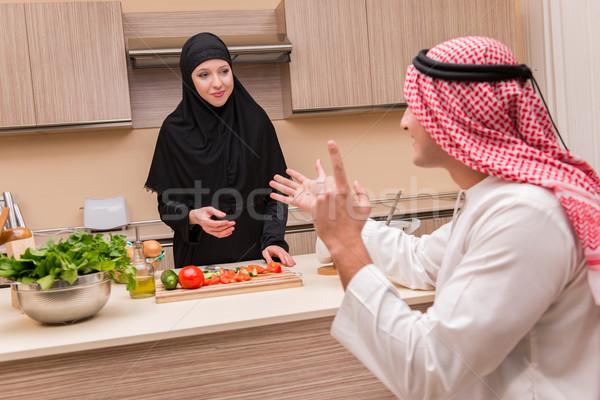 Giovani arab famiglia cucina alimentare amore Foto d'archivio © Elnur