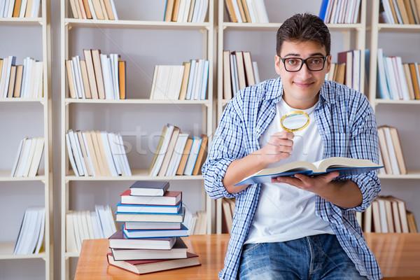 Młodych student książek egzaminy książki człowiek Zdjęcia stock © Elnur