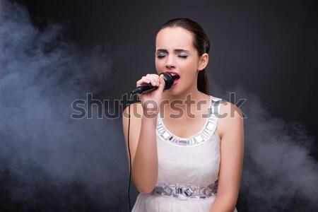 Jong meisje zingen karaoke club vrouw meisje Stockfoto © Elnur