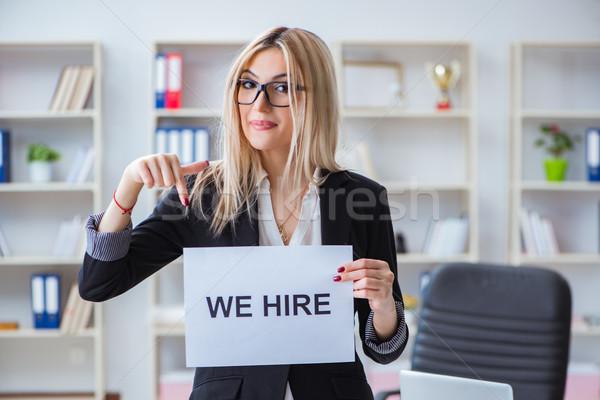 Jonge zakenvrouw bericht kantoor werk werknemer Stockfoto © Elnur