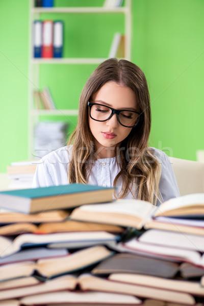 Genç kadın öğrenci sınavlar çok kitaplar Stok fotoğraf © Elnur