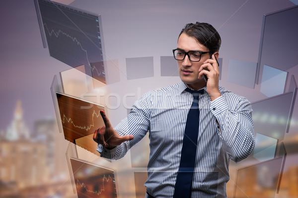 Jóvenes comerciante hablar teléfono dinero hombre Foto stock © Elnur