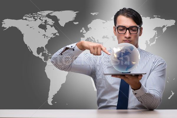 Geschäftsmann halten Welt global Business Business Mann Stock foto © Elnur