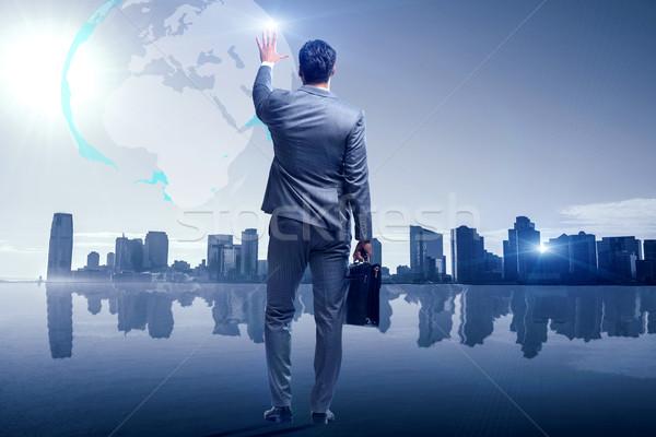 Zakenman wereldwijde business man wereld aarde ruimte Stockfoto © Elnur