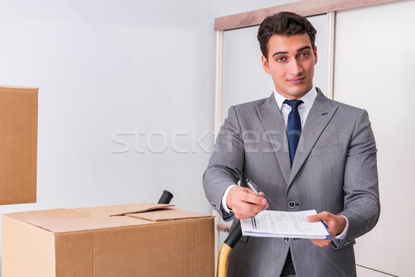 Férfi aláírás házhozszállítás dobozok üzlet könyv Stock fotó © Elnur