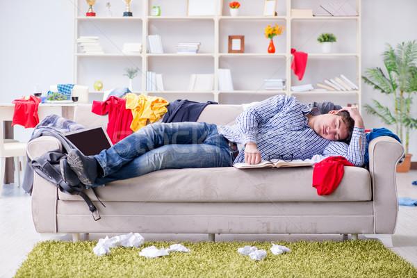 Jonge man werken studeren rommelig kamer man Stockfoto © Elnur