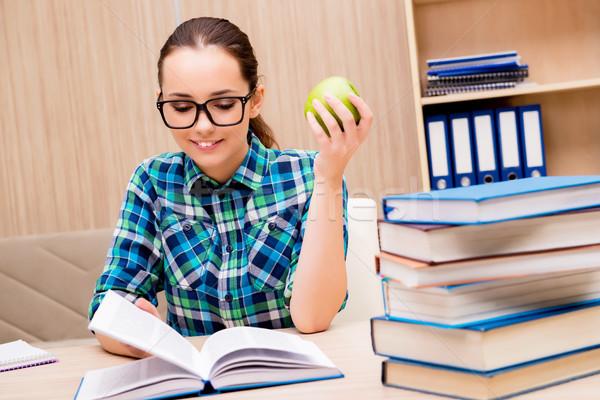 Fiatal női diák vizsgák könyvek oktatás Stock fotó © Elnur