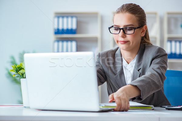 молодые деловая женщина бухгалтер рабочих служба компьютер Сток-фото © Elnur