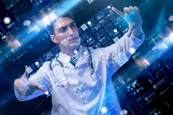 Photo stock: Médecin · de · sexe · masculin · ordinateur · résumé · médicaux · santé · hôpital