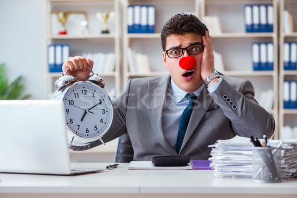 Clown biznesmen budzik brakujący komputera człowiek Zdjęcia stock © Elnur