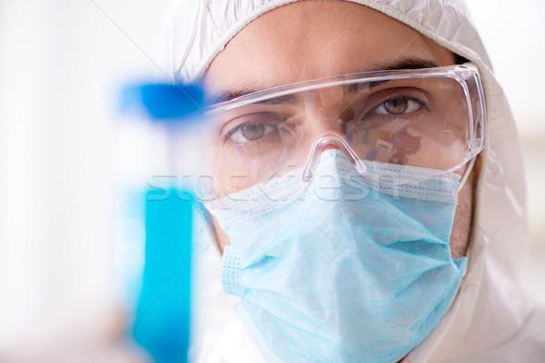 молодые химик студент рабочих лаборатория химикалии Сток-фото © Elnur