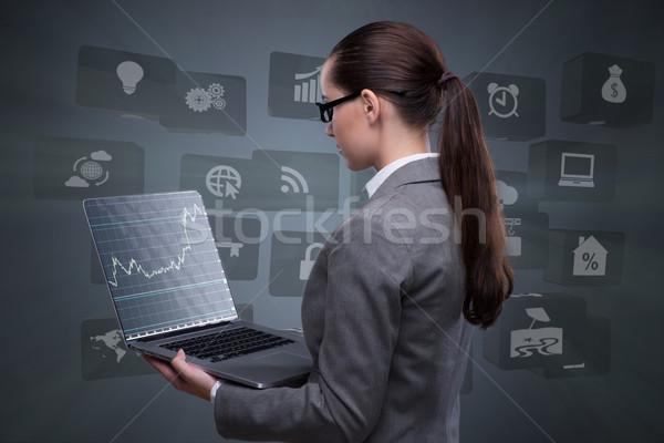 Zdjęcia stock: Kobieta · interesu · laptop · działalności · kobieta · ceny · Internetu