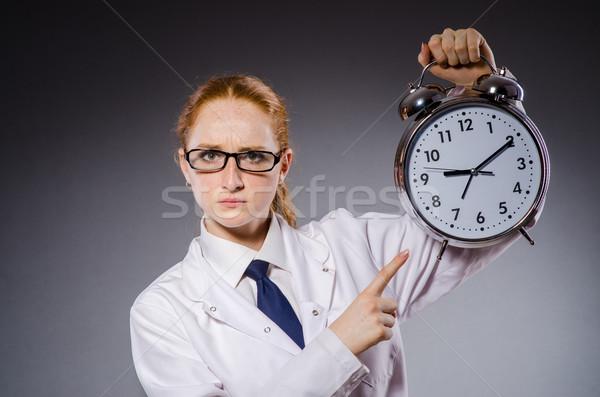 Mujer médico que falta plazos médicos hospital Foto stock © Elnur