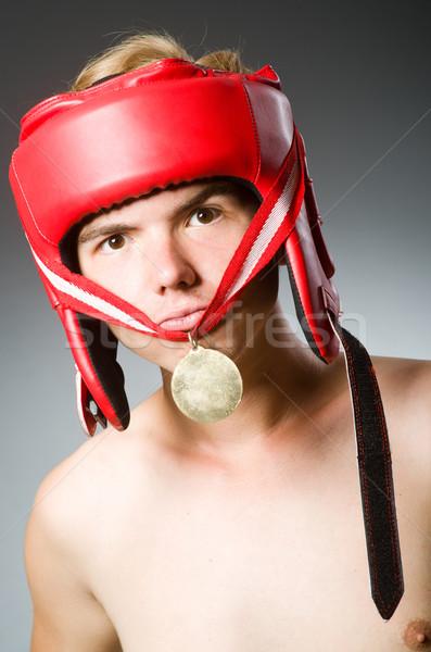 Funny Boxer gewinnen Goldmedaille Hand Ausübung Stock foto © Elnur