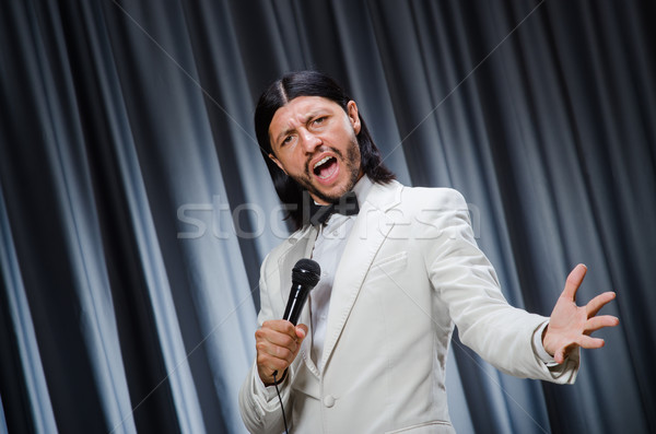 Adam şarkı söyleme perde karaoke parti mikrofon Stok fotoğraf © Elnur