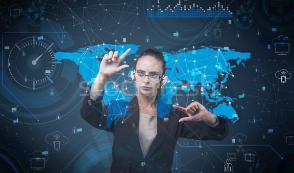 Vrouw virtueel knoppen futuristische business Stockfoto © Elnur