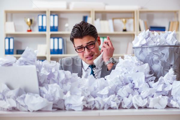 Сток-фото: бизнесмен · бумаги · рециркуляции · служба · бизнеса · человека