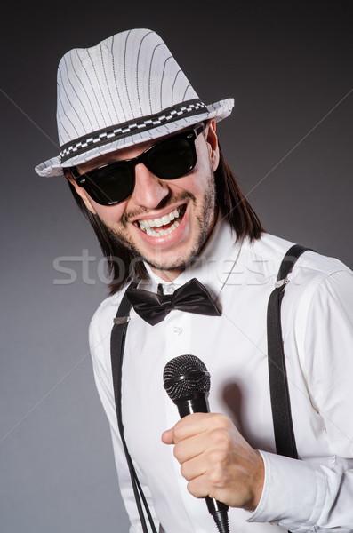 Foto stock: Funny · cantante · micrófono · concierto · hombre · feliz