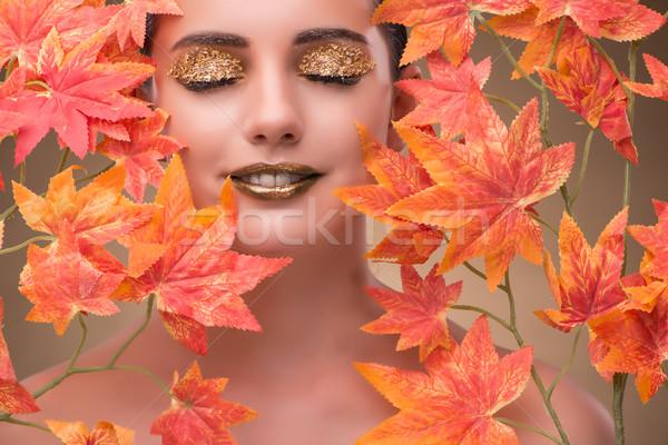 Zdjęcia stock: Młoda · kobieta · wyschnięcia · twarz · charakter · tle