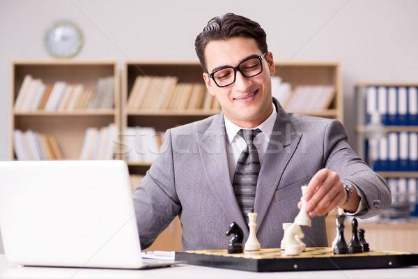 Jóvenes empresario jugando ajedrez oficina negocios Foto stock © Elnur