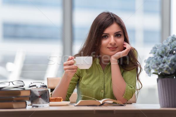 Jeunes étudiant examens potable thé café Photo stock © Elnur