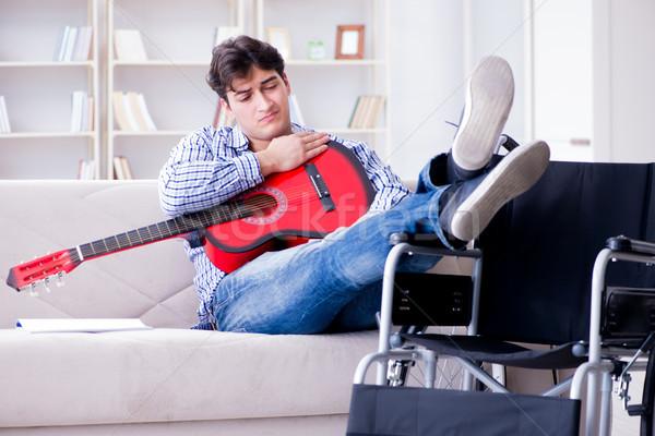 инвалидов человека играет гитаре домой счастливым Сток-фото © Elnur