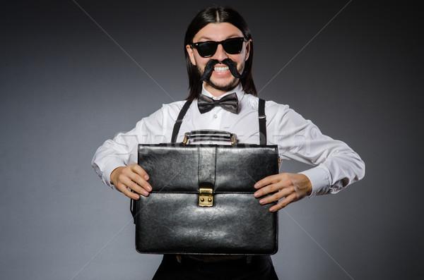 Adam bıyık güneş gözlüğü gri arka plan çanta Stok fotoğraf © Elnur