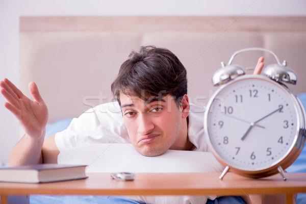 Homme lit frustré souffrance insomnie alarme Photo stock © Elnur