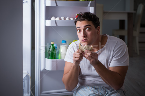 Man koelkast eten nacht huis gelukkig Stockfoto © Elnur