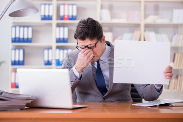 Empresario oficina mensaje bordo negocios Foto stock © Elnur