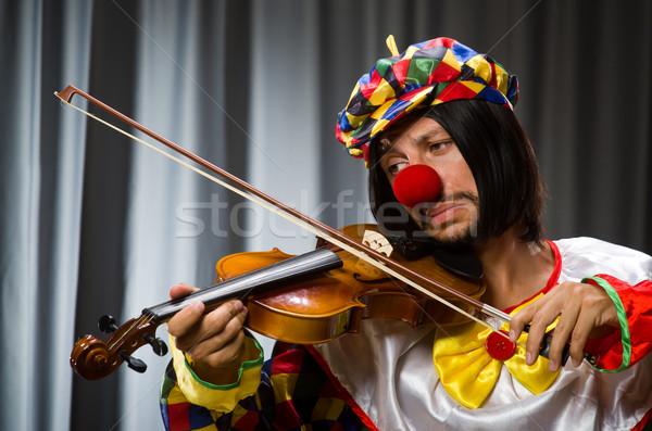 ストックフォト: 面白い · ピエロ · バイオリン · カーテン · 音楽 · 笑顔