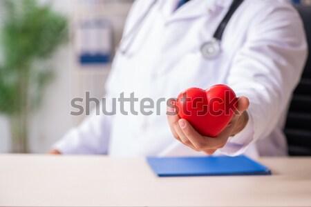 Doktor yukarı kalp tıbbi Internet adam Stok fotoğraf © Elnur