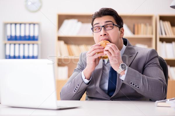 Hongerig grappig zakenman eten sandwich Stockfoto © Elnur