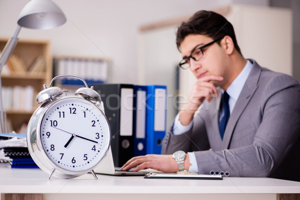 Empresario cumplir plazos trabajo cuaderno escritorio Foto stock © Elnur