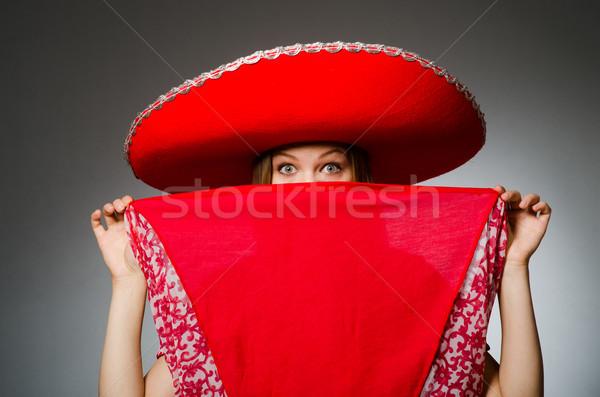 Mulher bom vermelho sombrero dança Foto stock © Elnur